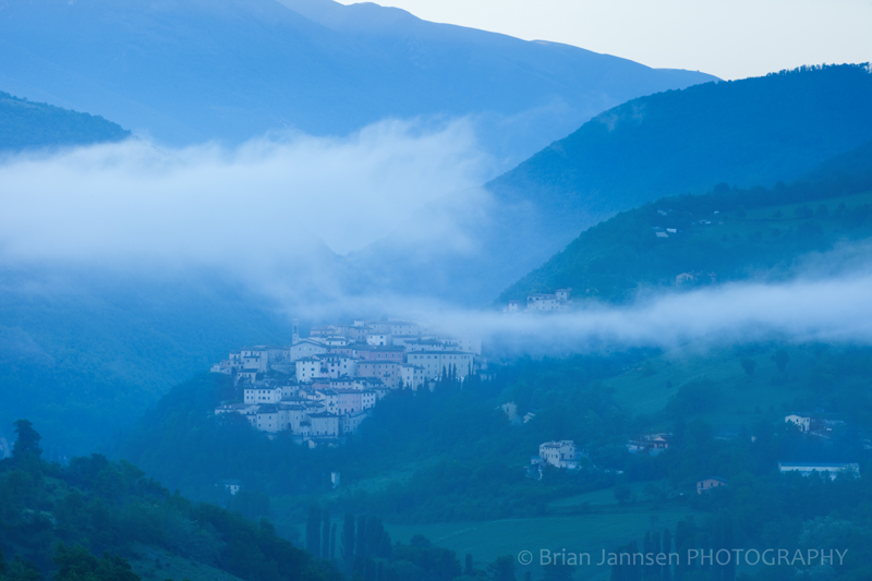 Preci Umbria Italy Mist Misty Dawn Early Morning Valnerina Photography workshop Tour